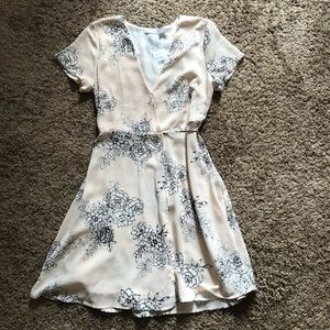 🌸NWT🌸 LUSH taupe floral wrap dress
